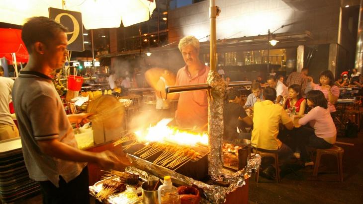 Walking food tours in Singapore